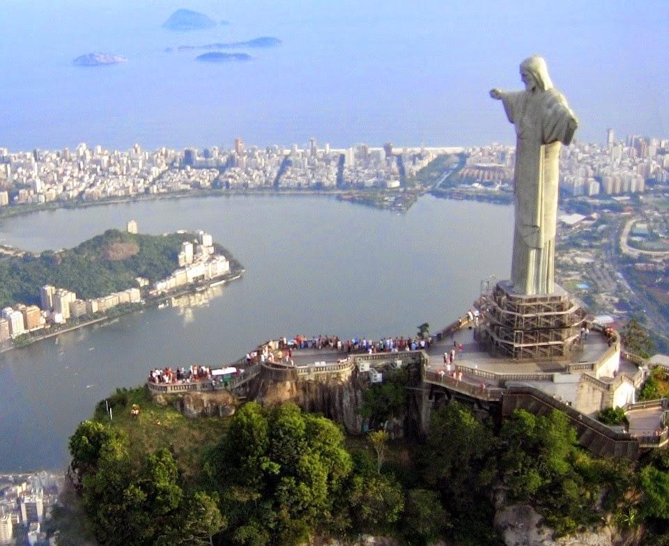 Patung raksasa Kristus sang penebus