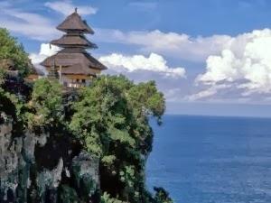 Tempat wisata pura uluwatu Bali