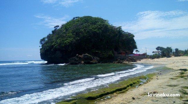 Obyek Wisata Pantai Goa Cina Malang