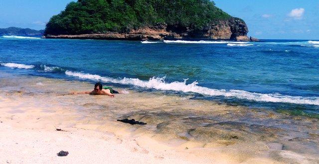Wisata Pantai Goa Cina Malang