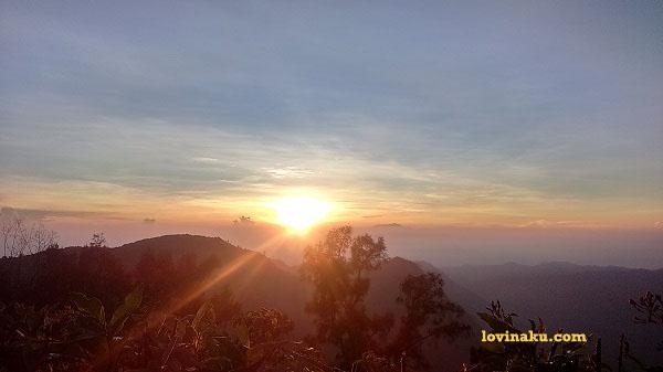 pemandangan sunrise di penanjakan gunung bromo