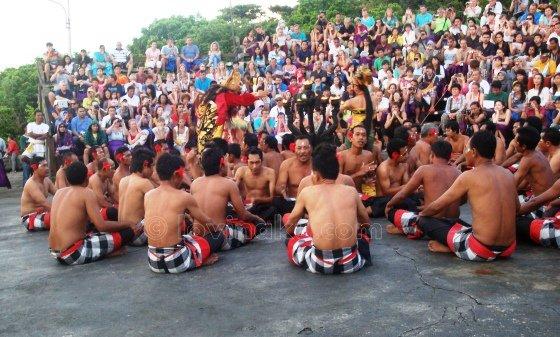 Tari Kecak Performance di Uluwatu Bali